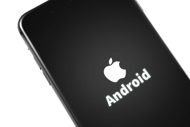 طريقة تثبيت نظام Android على هواتف iPhone !!! وستيف جوبز في قبرة مستاء من هذة التجربة !